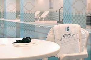 29階のヘルスクラブ内のプール