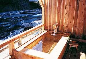 【国民宿舎 渓山荘】効能豊かな源泉かけ流し温泉がリピーターに人気♪貸切露天風呂無料