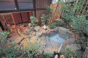 内湯付きの貸切露天風呂「とち湯」けやき露天風呂