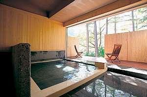 【大浴場】檜風呂「森と風」美しい木立を眺めながら