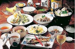心を込めた手作り料理。魚沼米もおかわり自由