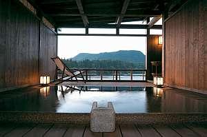 露天風呂付客室「夕光」の専用露天景色にうっとり