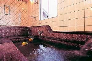 MUCHAのデザインタイルで作られた貸切浴場