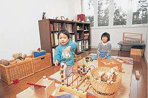 絵本と木のおもちゃがいっぱいのキッズプレイルーム