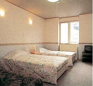 清潔にされたシンプルなお部屋は、ゆっくりとくつろげる