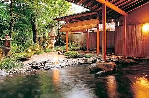 趣ある和風庭園を眺めながらゆったりと寛ぐ露天風呂