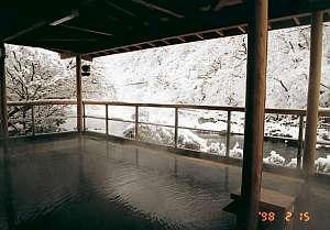 冬、雪見の男性用露天風呂。