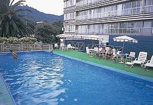 夏は屋外プールあり!