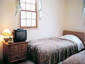 素敵なアーリーアメリカンの客室で、夜はぐっすり・・
