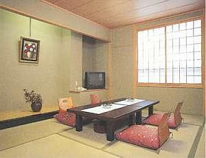 和倉温泉街の中心地に位置する宿