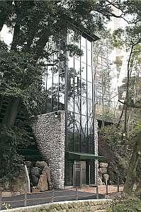 新設されたエレベーター。湯本駅から徒歩1分