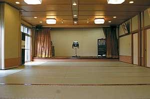 40畳の広間カラオケ設備はバッチリ
