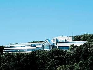 盛岡の高台に位置する由緒あるホテルの外観