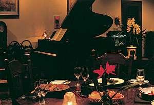 夕食後デザートを頂きながらピアノの生演奏も心地良い
