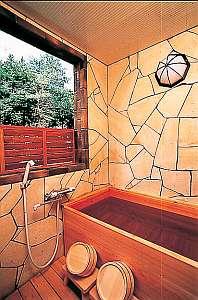 【本館2階】檜の客室展望露天風呂