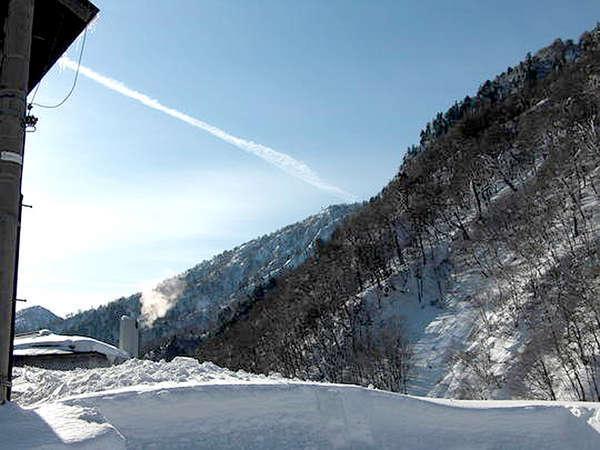 *【冬景色】日常の喧騒から離れ、雪に包まれる非日常の時。