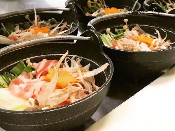 *【夕食一例】秋山郷の食材を使った料理をご堪能ください。