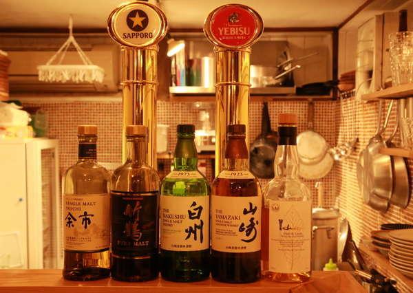 地下の隠れ家BARでは生ビール、各種お酒、料理が楽しめます。