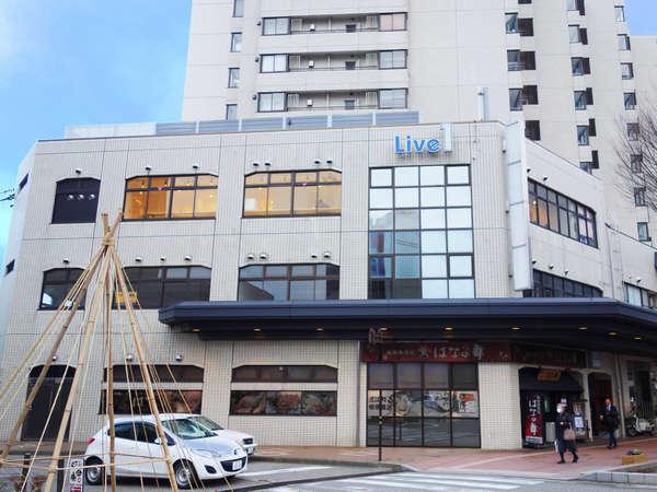 金沢駅徒歩3分。ライブ1ビル3階がBlue Hour Kanazawaです