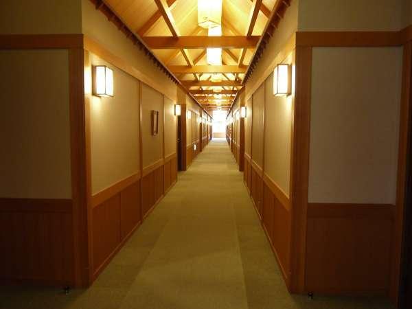 宿場町をイメージした客室廊下