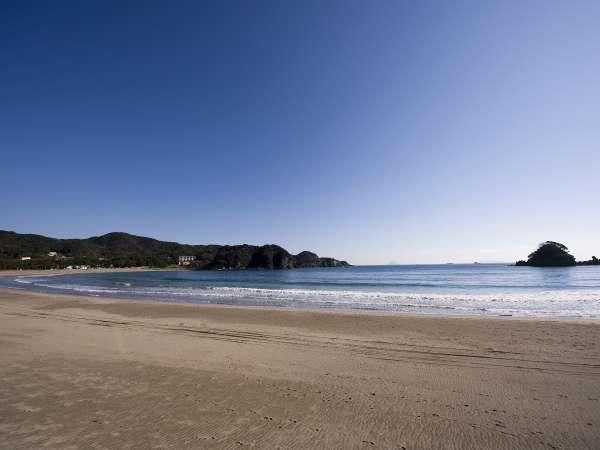 当館目の前に広がる、白砂の海岸「弓ヶ浜」。渚100選にも選ばれてる浜です♪