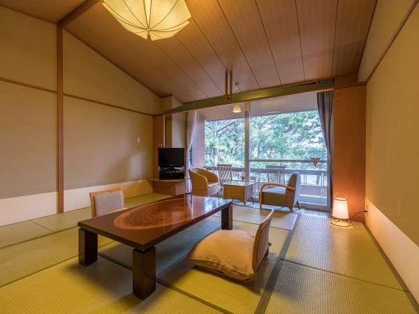 バルコニー付きリゾート和室12.5畳~松林越しに海が見えます