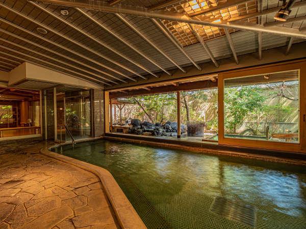 大浴場【女性・内風呂】季節により、ドアは9時~17時まで開放しています。