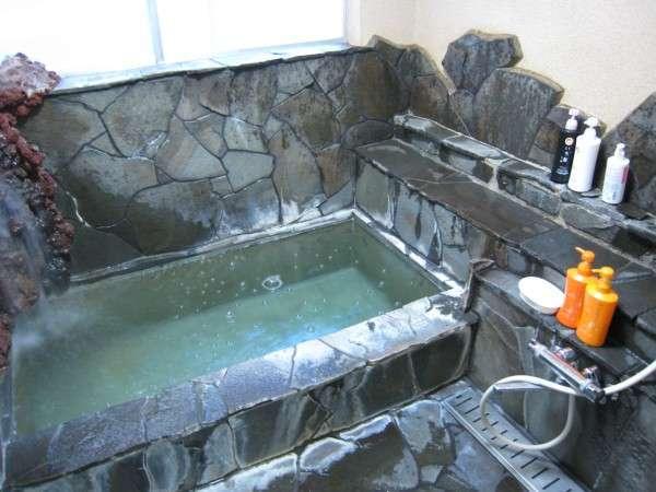 【岩風呂】温泉なので体の芯から温まります!お風呂は別棟にあります