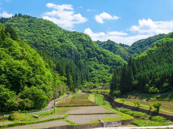 【景色一例】視界に広がる山と田園ののどかさは都会の喧騒を忘れさせてくれます。