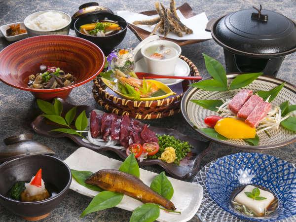 【夕食一例】女将が一つ一つ心を込めた季節の会席料理です!目・香り・味・・・五感で楽しむ料理をどうぞ。