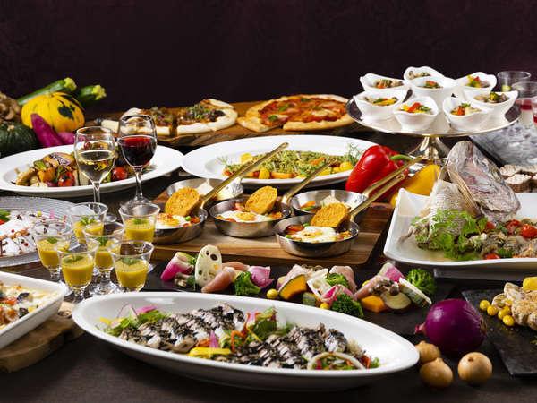 讃岐オリーブ豚や瀬戸内産の魚など地産地消の食材を使用した約50種類の和洋中料理が並びます。