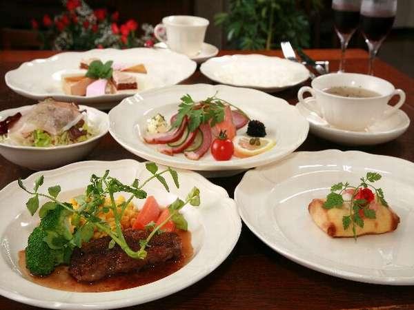 温かいお料理は温かいお皿で、冷たいお料理はお皿まで冷たい、こだわりのオリジナルフルコースディナー例。