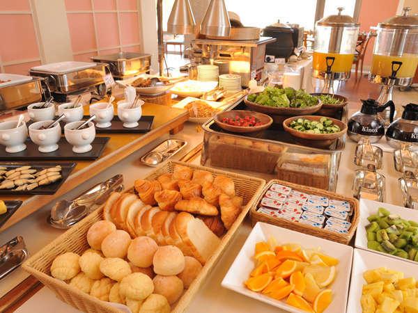 40種類から選べる朝食バイキング
