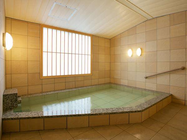 【貸切家族風呂】ご家族で気兼ねなく入れるゆったりとした広さ。もちろん天然かけ流しです。
