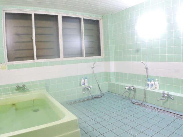 ◆男性側浴室一例/シャンプー、リンス、ボディソープは備え付けております。