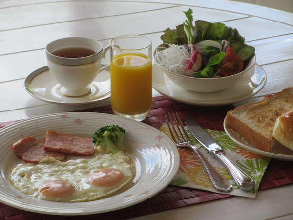 朝食は「アメリカンブレックファースト」【一例】