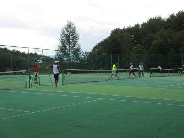 4面を有するテニスコート