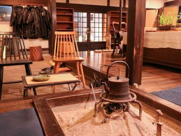 *囲炉裏のあるロビーは歴史を感じる空間