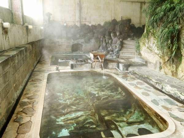 *岩風呂/約60℃の源泉を掛け流ししている為非常に鮮度の高いお湯が楽しめます。