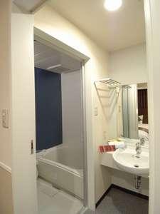 お風呂とトイレが別々のセパレートタイプ。デラックスダブル