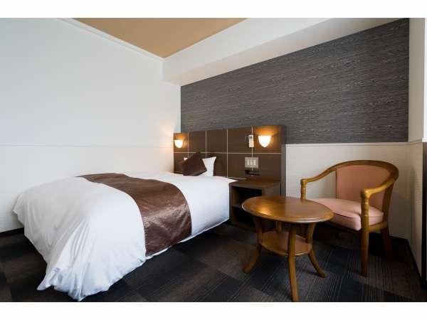 ビジネスBタイプ!ベッドはダブルタイプ!通常のビジネスホテルより広いし、ベッドも大きい!