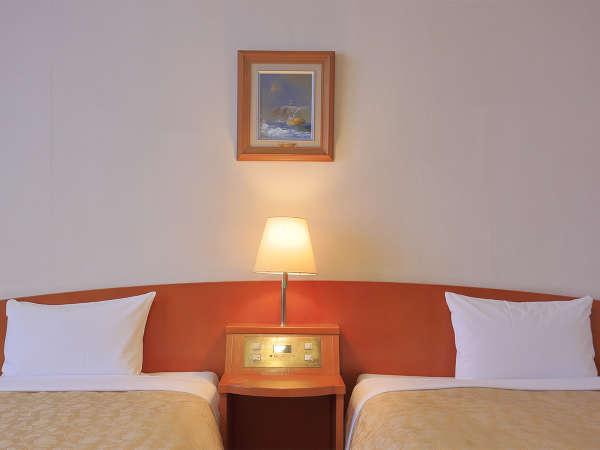 ■2人利用ならツインルーム■カップルやご友人との旅行にベスト♪1人で広々1つのベッド