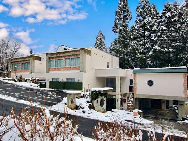 冬の訪れ「ホテル萌樹」外観