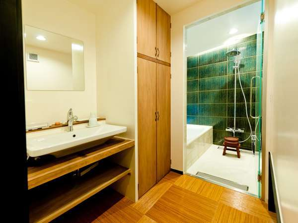 ゆったりとした洗面所。各階にございます。