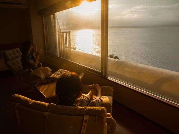 早起きをしてでも楽しみたい錦江湾から昇る朝日