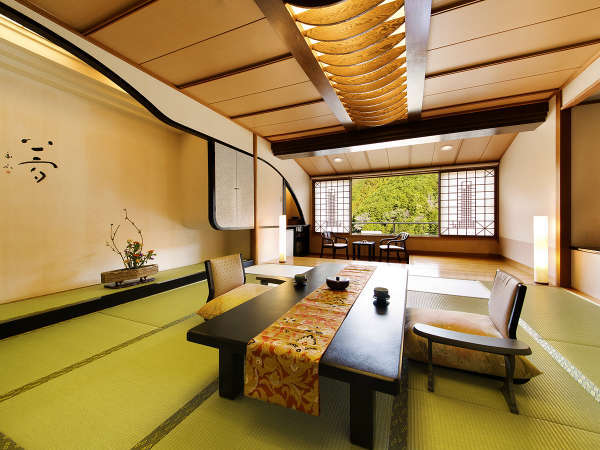 全てのお部屋から、榊原の優しい緑をお愉しみいただけます。秋は紅葉、春は桜。四季折々の過ごし方
