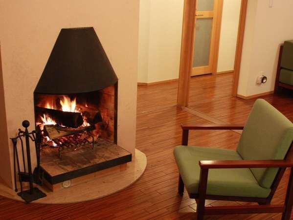 ~清泉寮新館洋室~                ご家族や仲間と暖炉を囲んで癒やしのひととき