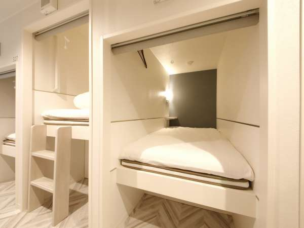 【客室】ドミトリー:ドミトリー室内(一例)シャワー、トイレは共用