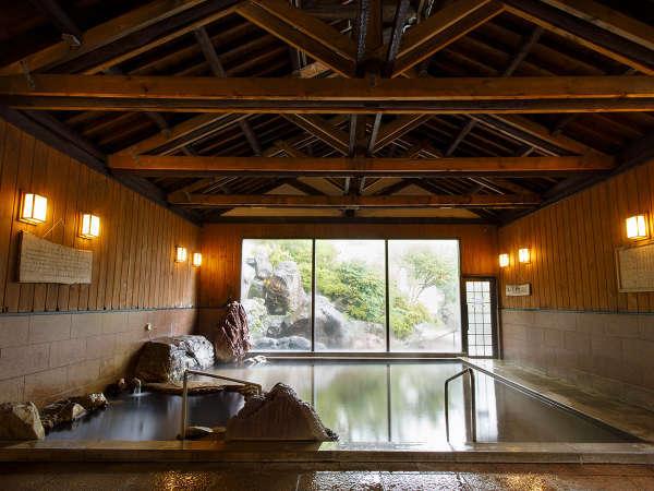 大浴場(内風呂)。「温まる湯」「美人の湯」の特性を有する天然温泉です。