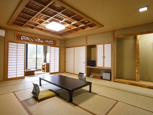 【富士山側】16畳和室(広縁付)。お部屋から富士山が見える16畳の和室です。